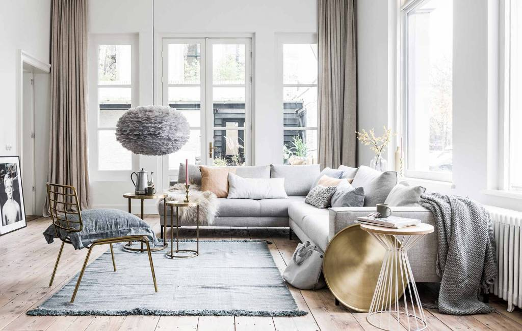 Spring styling by VT Wonen with a lovely combination of pastel and grey color tones and a touch of brass.