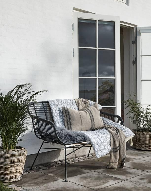 Nordal Banc / Canapé de jardin en osier avec coussin d'assise  - noir - 126x76x83cm - Nordal