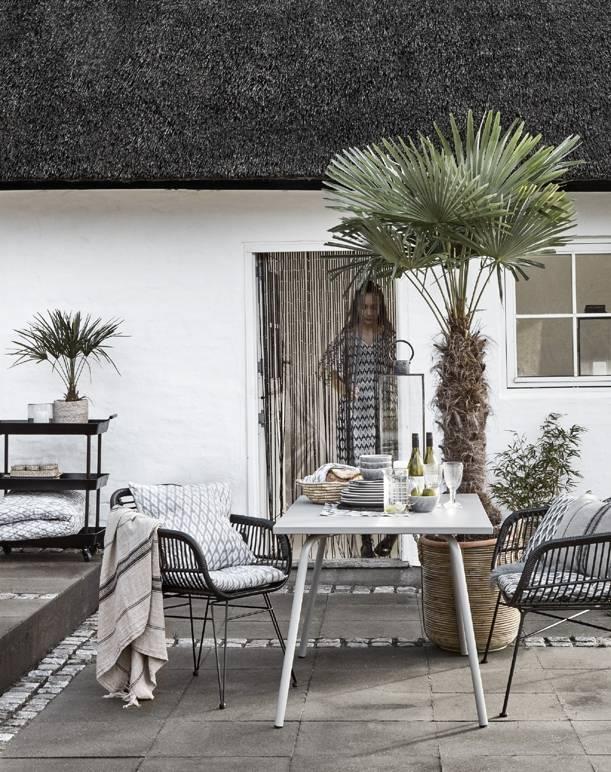 fauteuil de jardin osier avec coussin d 39 assise noir nordal petite lily interiors. Black Bedroom Furniture Sets. Home Design Ideas