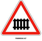 Panneau A7 Passage à niveau muni de barrières à fonctionnement manuel lors du passage des trains