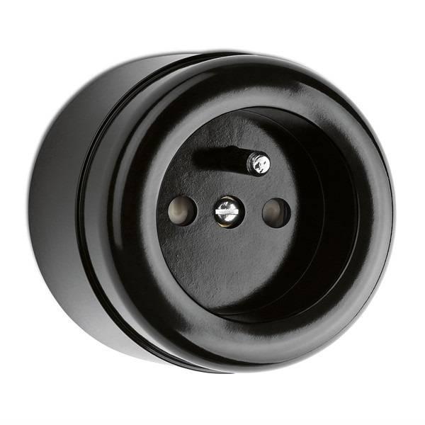 Zwarte opbouw stopcontacten