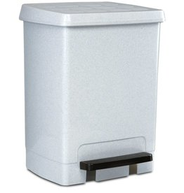 Plastic garbage bin with pedal