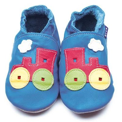 Inch Blue babyslofjes toot train blue