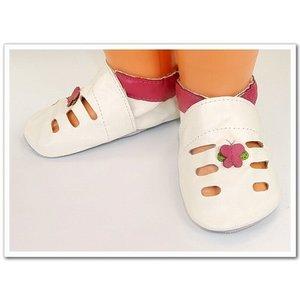 babyslofjes sandaaltjes crème