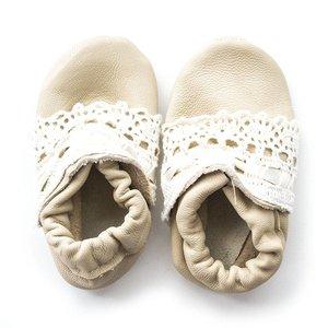 Menu Shoes babyslofjes crème gehaakt