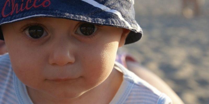 Hoe bescherm ik mijn kind tegen de zon?