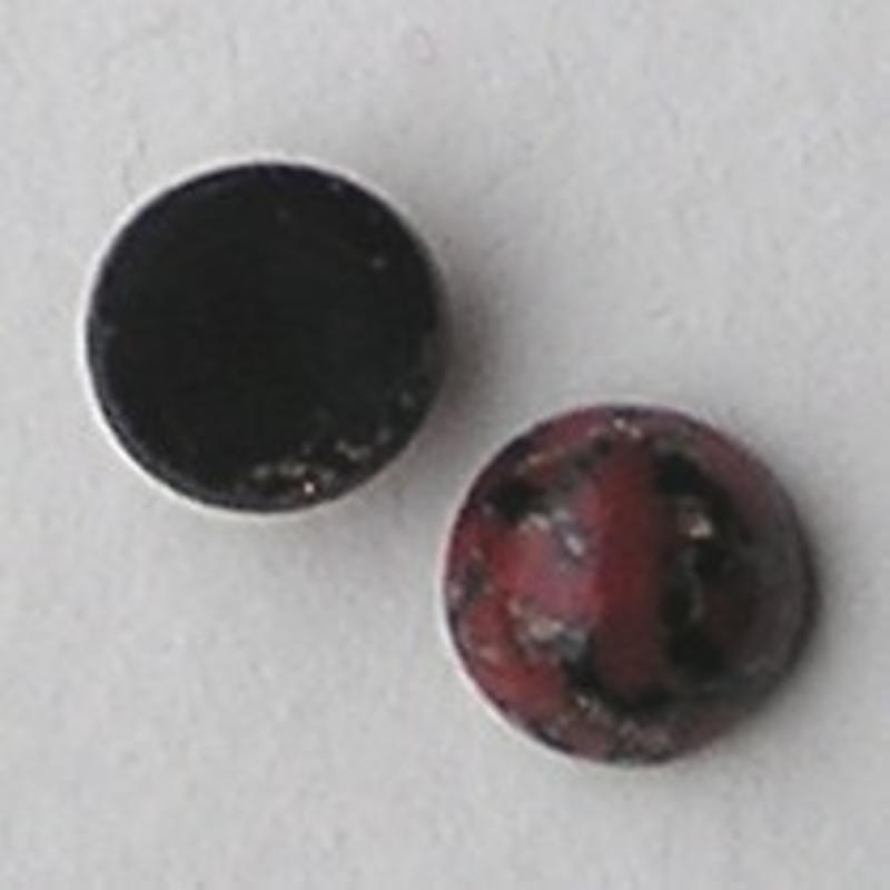 Cabochon. Gemeleerd Zwart Rood. Glas. Rond. 8mm.