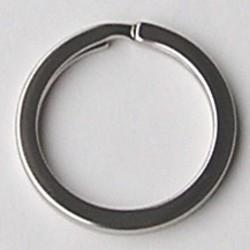 Sleutelring. Plat glad zilverkleurig. 33x33x3mm. Per stuk voor.