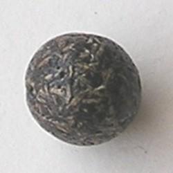 Kraal gemaakt van geperste houtsnippers. 18mm. Bruin.