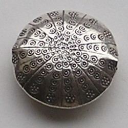 Echt Zilveren Bewerkte Kraal. 34mm. Dubbelzijdig, Rond en Plat.
