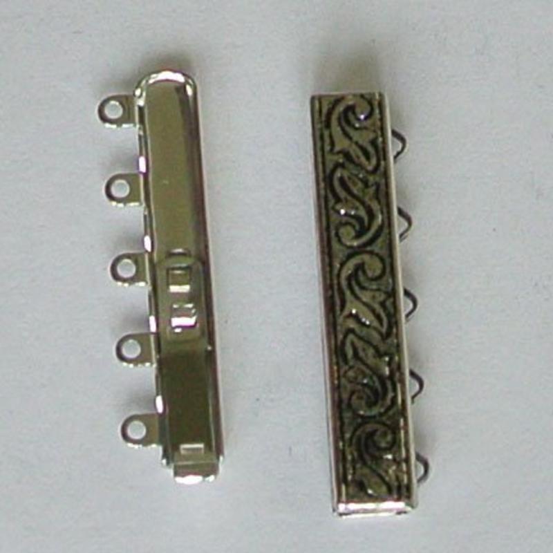 Bewerkte Collier Schuifsluiting. 9x33mm. 5-rijig. Zilverkleurig.
