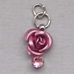 Metalen Roosje aan hanger met Strass.  7x10mm. Roze