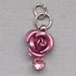 Metalen Roosje aan hanger met Strass. Roze. 7x10mm.