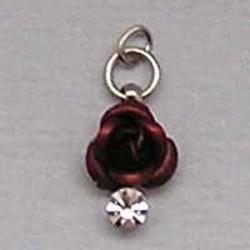 Metalen Roosje aan hanger met Strass. 7x10mm. Bordeaux