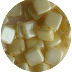 2 Hole Square Beads 6x6mm. Creme Parelmoer