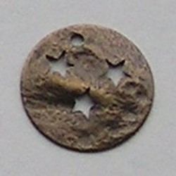 Bronskleurig Brass. Muntje met sterretjes. 15mm.