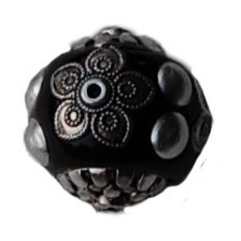Kashmiribead. 18mm. Zwart zilver.