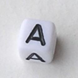Letter Acrylkraal. Kubus. 6x6mm. Wit met zwarte letter A.
