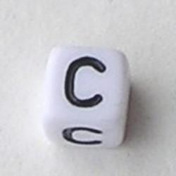 Letter Acrylkraal. Kubus. 6x6mm. Wit met zwarte letter C.