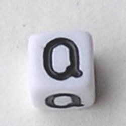 Letter Acrylkraal. Kubus. 6x6mm. Wit met zwarte letter Q.