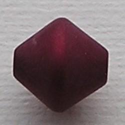Donkerrode Polariskraal. 11mm. Bicone.