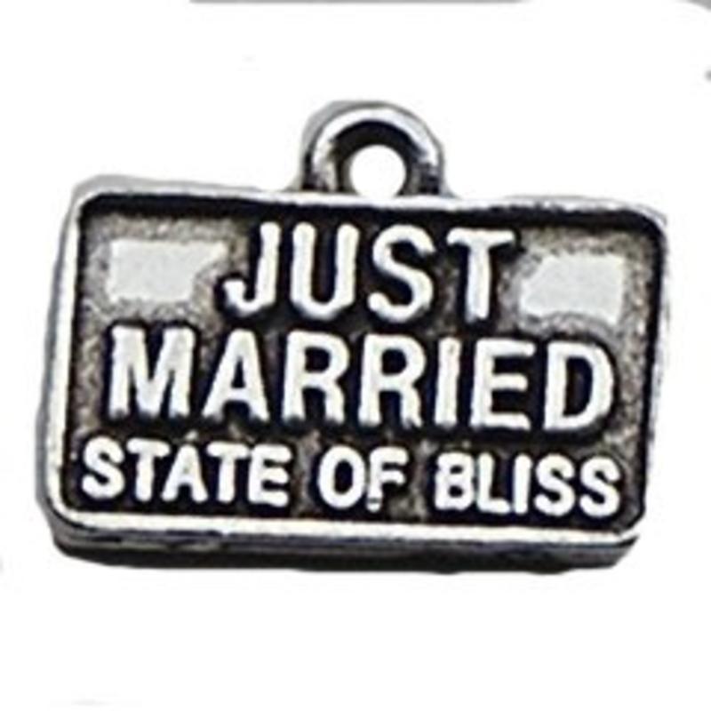 Bedel Just Married. 14x18mm. Verzilverd.