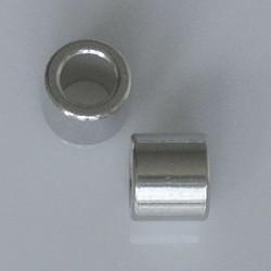 Cilindervormige kraal. 7x7mm. Rijggat 5mm. Hoogw kwal. Zilverkleurig.