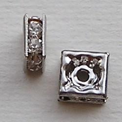 Quadrelle. 7x7mm. Zilverkleurig met Crystal Strass.