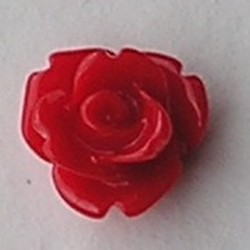 Kunststof roosje met platte onderkant. Rood. 10mm. Leuk als cabochon te gebruiken.