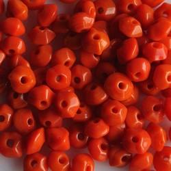 Glaskraaltje rondelle hoekig 5x2mm. Oranje. Per 100 stuks voor.