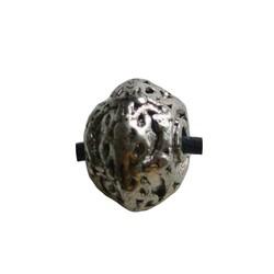 Metalen kraal rondelle bewerkt. 8x12mm. Zilverkleurig.