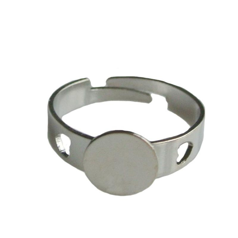 Adjustable Ring. dia 17mm with 8mm plate. Silver.