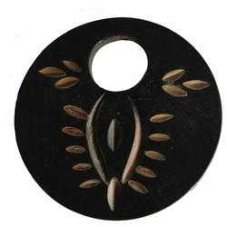 50mm round pendant made of horn.