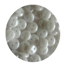 Czech mates lentils 2 hole wit parelmoer 50 stuks voor