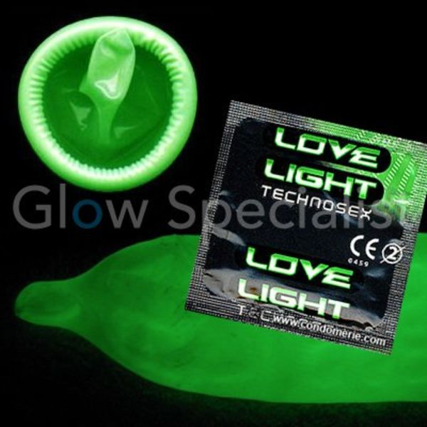 GLOW IN THE DARK LOVE LIGHT CONDOM - 3 PCS