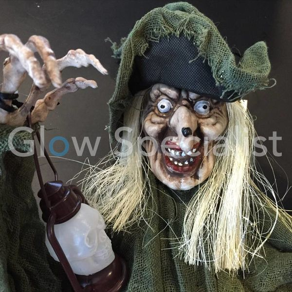 HALLOWEEN SMALL WITCH - WITH LED LANTERN