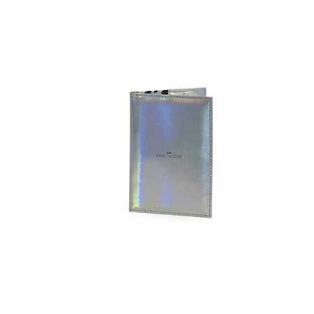Studio Sweet & Sour  Passport holder / holographic silver