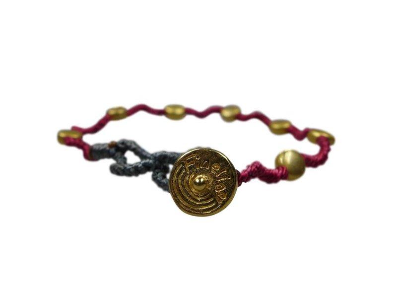 Armband Kura, vergoldet aus Macrame geknotet, vergoldete Perlen, Kette, Verschluss, Farbe Amarena