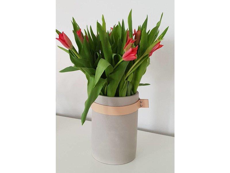 Hübsch A/S Vase mit Lederband, Beton, large ø14xh20cm