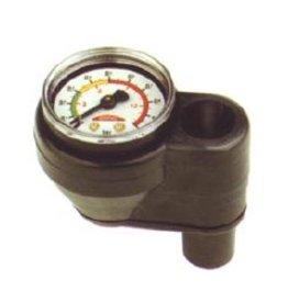Monometer voor het regelen van druk, montage tussen de slang