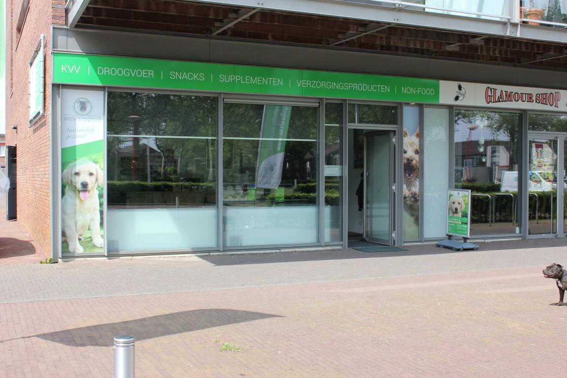 De winkel van Ozzles Dogfood in Biddinghuizen