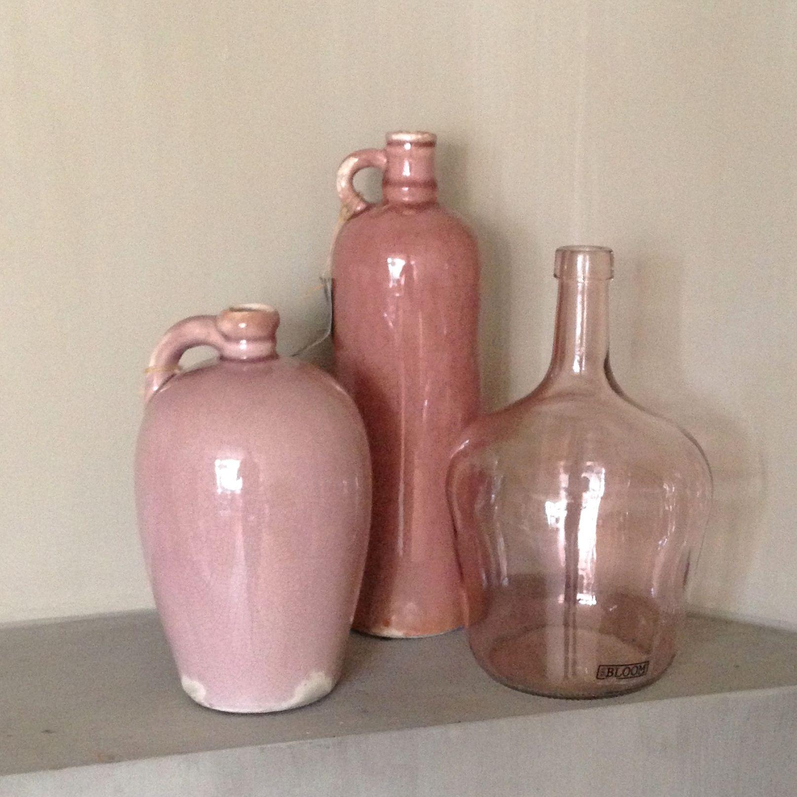 Accentkleur oud roze in vazen en flessen