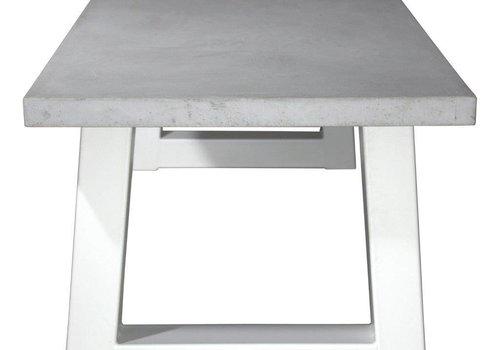 Betonnen tafel met zware witte trapezium poten