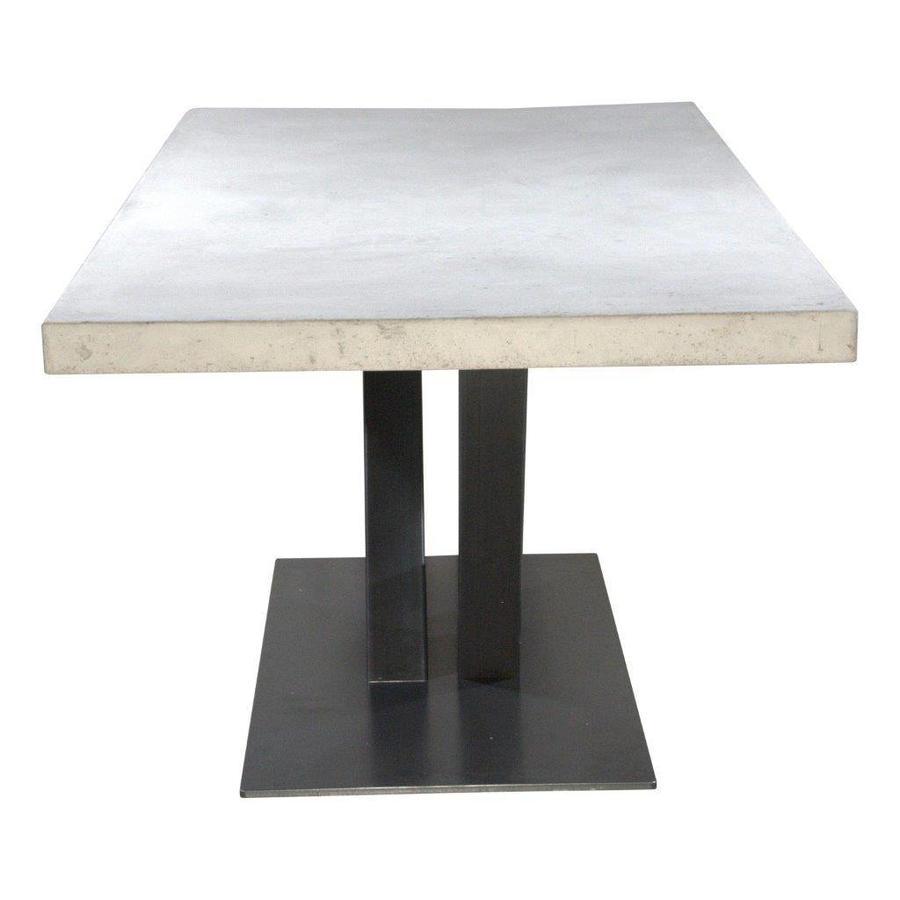 Betonnen tafel met stalen V poot