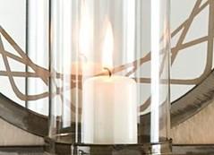 Mit Kerzen dekorieren und Kerzenhalter