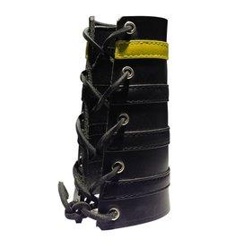 RoB Leather Lace Up Gauntlet met 3 zwarte en 1 gele band