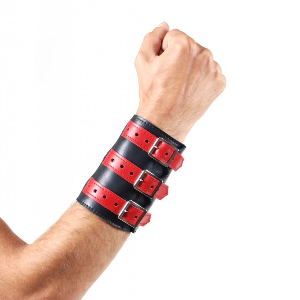 RoB 3-Schnallenarmband aus weichem Leder schwarz mit rot