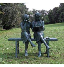 2 Mädchen auf der Bank