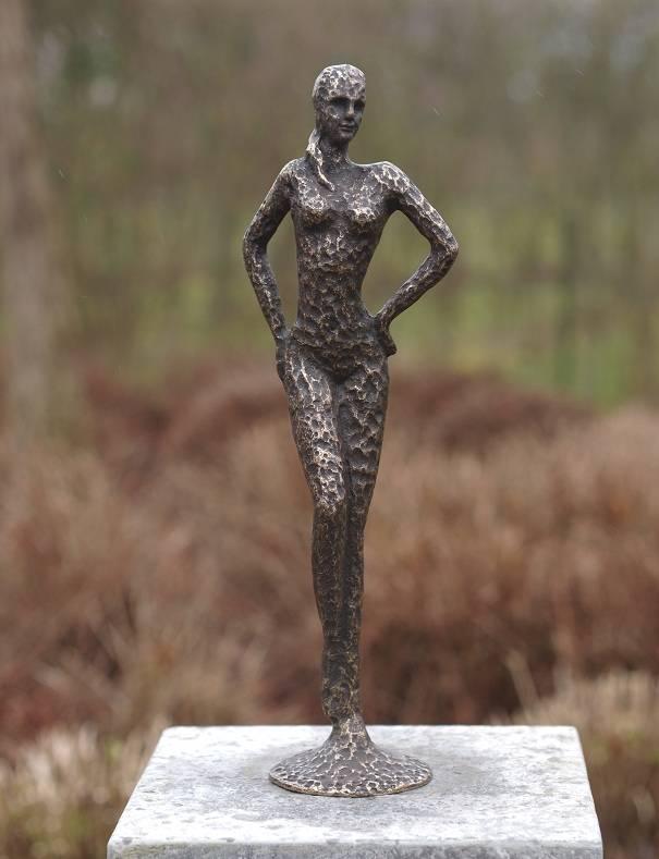 Beeld brons vrouw modern eliassen home garden pleasure for Beeld tuin modern