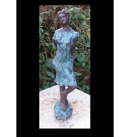 Beeld brons moderne vrouw